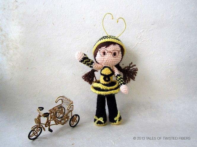 Bee-Girl-Amigurumi_Tales-of-Twisted-Fibers